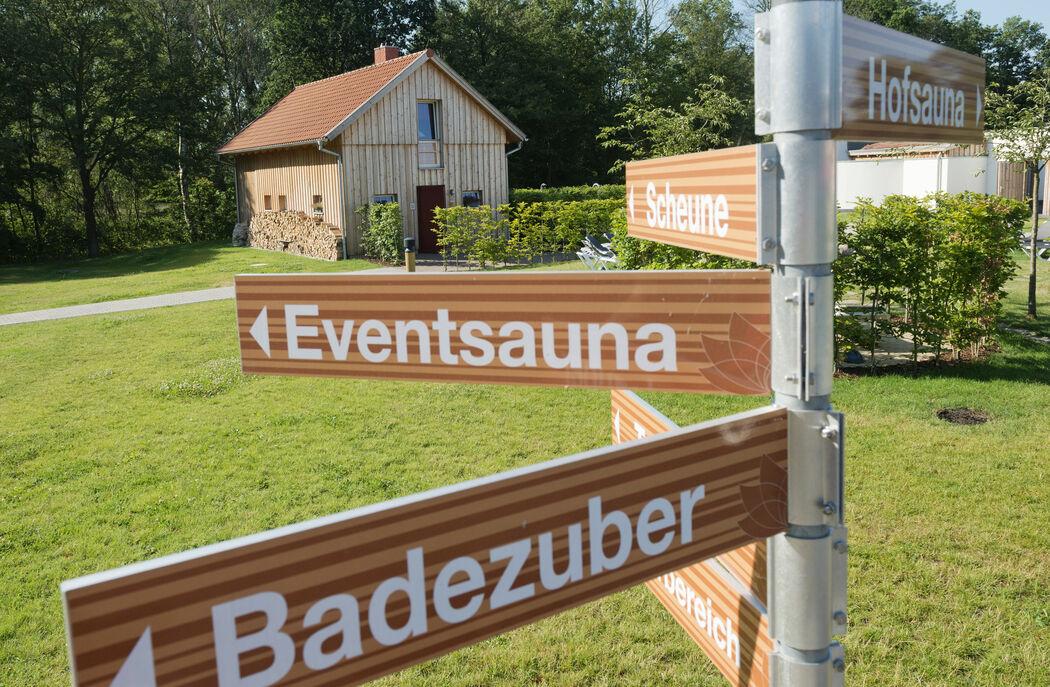 Der Saunagarten der GraftTherme bietet auf über 9.000 Quadratmetern viel Platz zum Entspannen und Wohlfühlen.