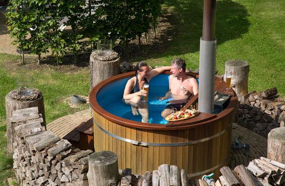 Der Badezuber kann separat dazu gebucht werden und ist für bis zu vier Personen geeignet.